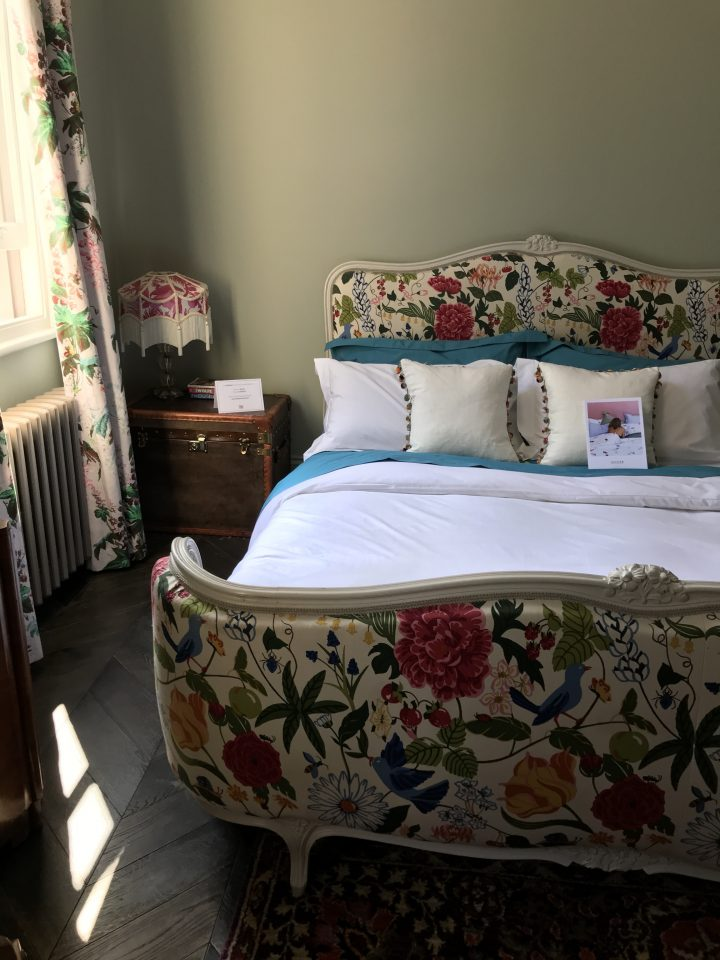 Svenskt Tenn fabric, Upholstered bed, Sage Green, Colour, Walls